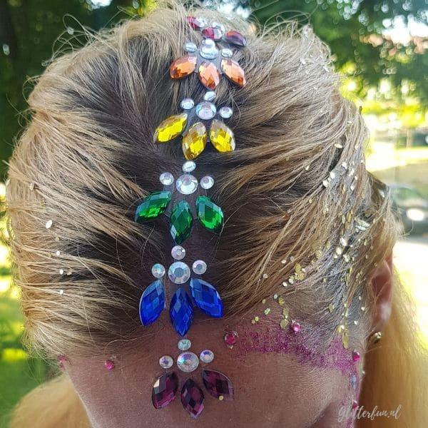 Rainbow of regenboog glitter bodygem op het hoofd geplakt