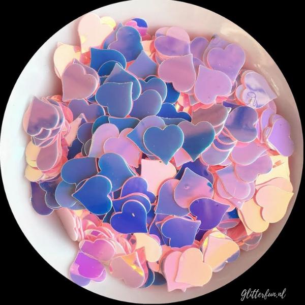 Grote roze hologram hartjes glitter - 8mm in een wit schaaltje