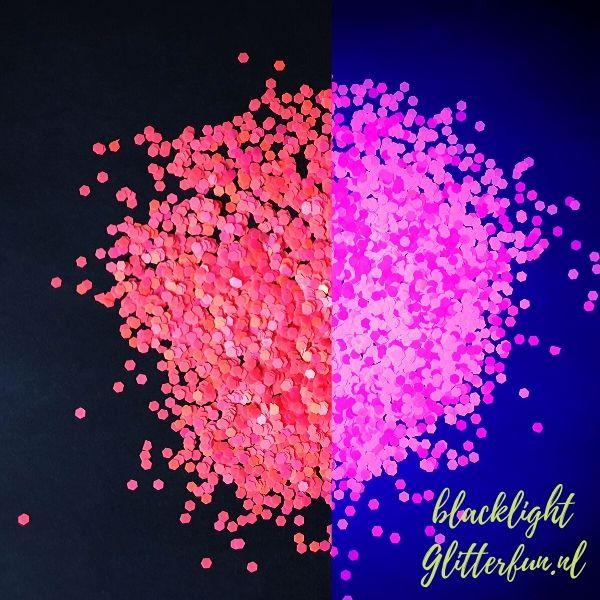 CG057 Neon glitter roze, licht op in blacklight (2)