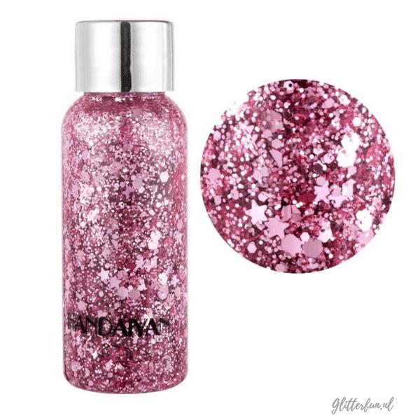 flesje met roze glittergel met verschillende vormen glitter