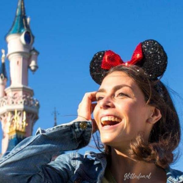 Minnie Mouse diadeem met rode strik en glitter in Disneyland
