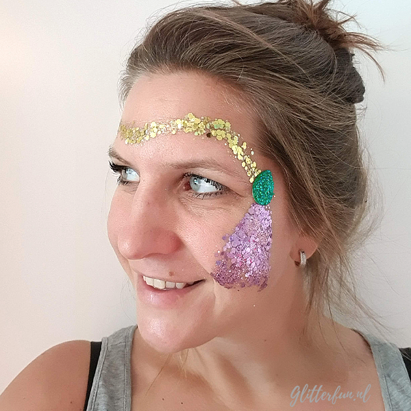 Voorbeeld op gezicht Rapunzel glitter, goud paars groen glitter