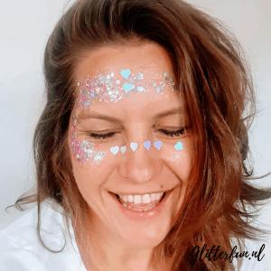 Voorbeeld glitter op gezicht, roze, hartjes